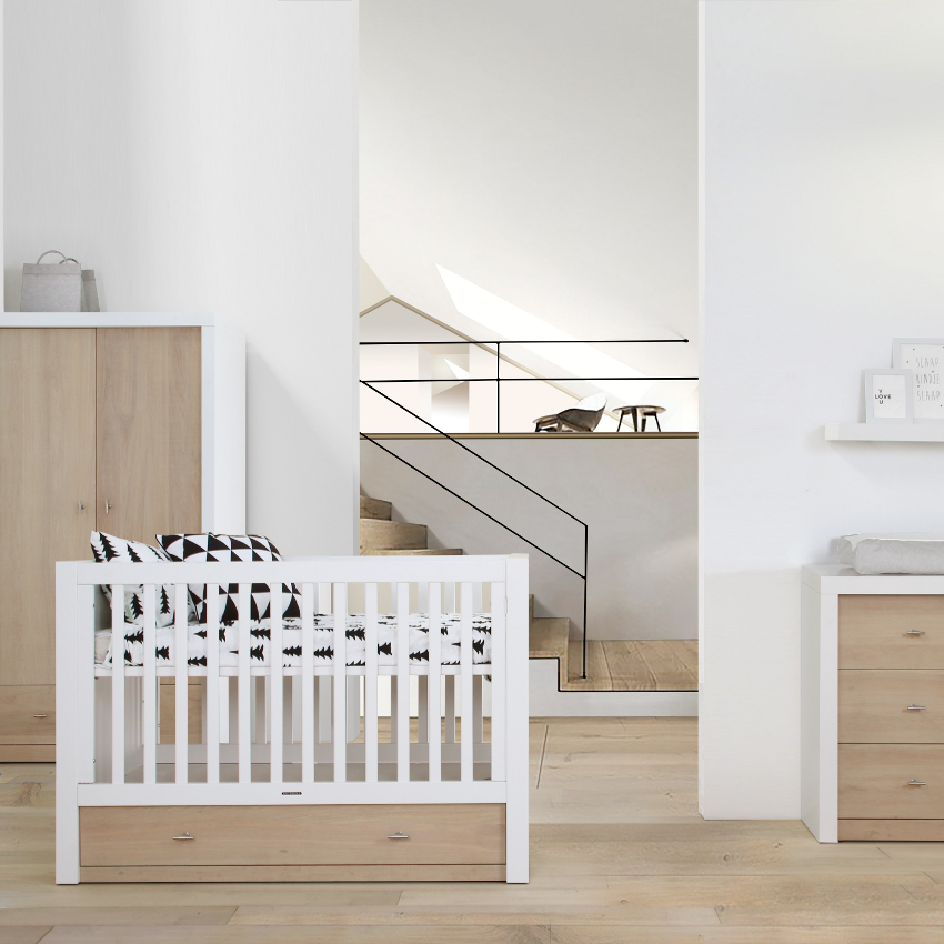 Babykamer Pure Oak Wit / Naturel - Ledikant - Commode - Linnenkast